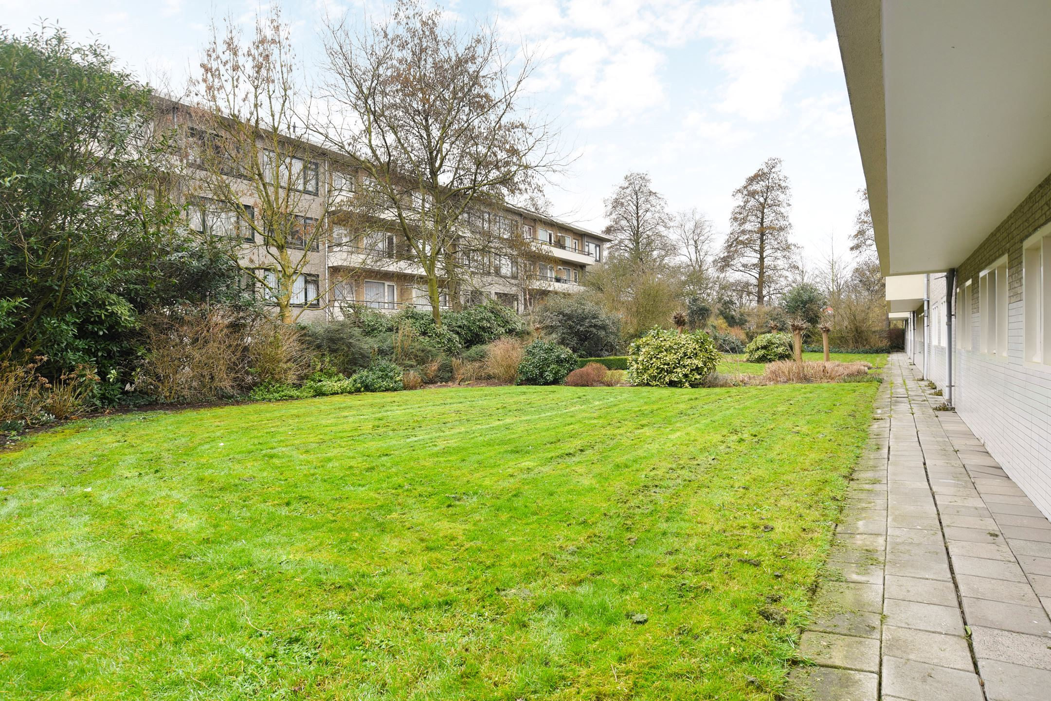 de-krim-te-zaanenkwartier-haarlem-noord-tuin-flats
