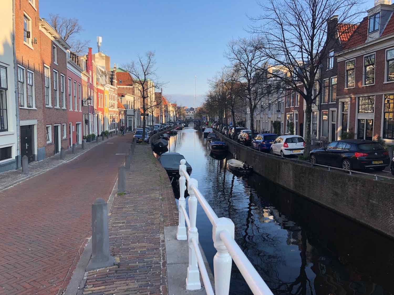 Wonen aan een van de mooiste Haarlemse grachtjes. De Bakenessergracht in de Binnenstad.