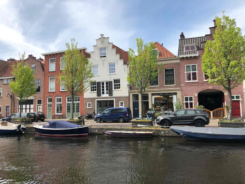 Koophuis in de burgwalbuurt in Haarlem