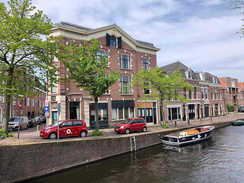 Koopwoning aan de Burgwal in het centrum van Haarlem