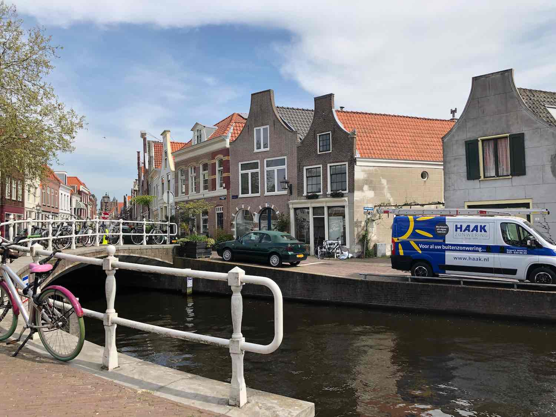 Brugwoning te huur in de Burgwal buurt.