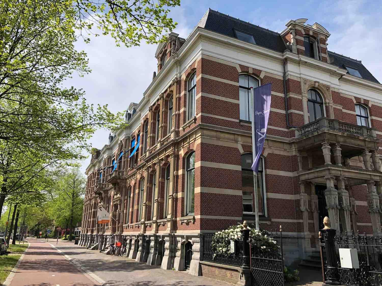 Luxe kantoorcomplex in het Florapark in het Haarlemmerhoutkwartier in Haarlem