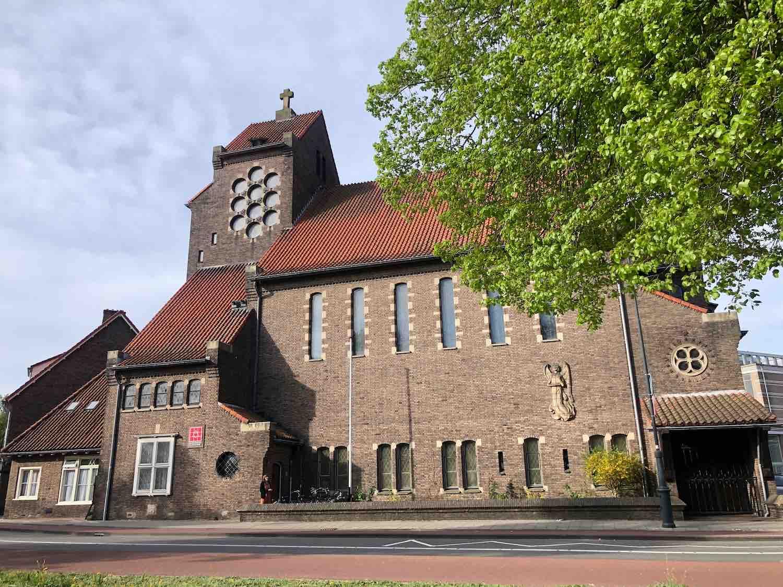 Oud-katholieke parochie HH. Anna en Maria in het Garenkokerskwartier in het Zijlwegkwartier in Haarlem zuidwest
