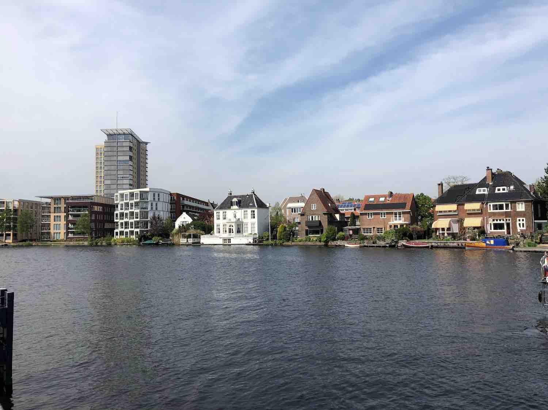 Koopwoningen aan het water in het Haarlemmerhoutkwartier