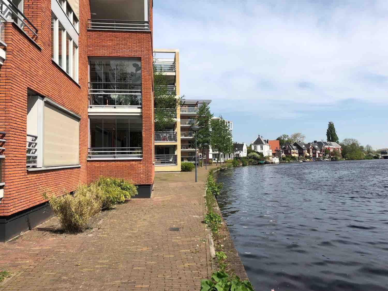 Huur- en koophuizen aan het water met uitzicht in het Haarlemmerhoutkwartier