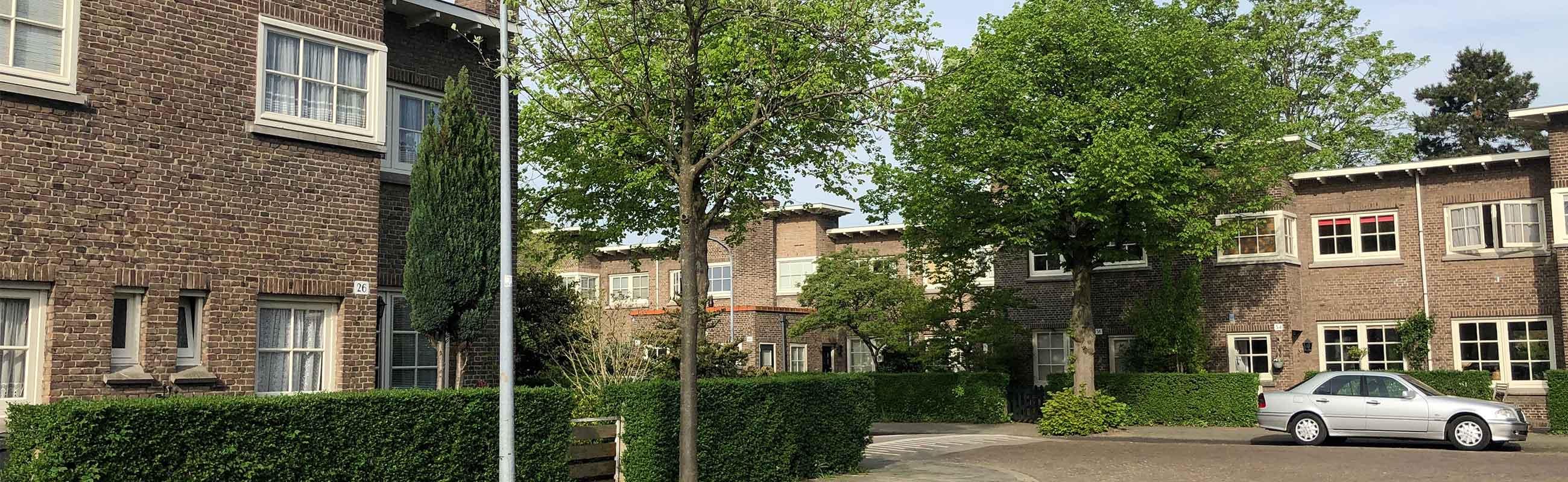Klassieke koophuizen in de Hasselaersbuurt in het Zijlwegkwartier in Haarlem Zuid-West