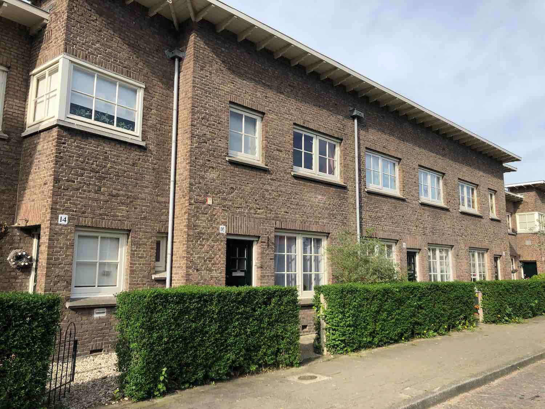 Klassieke jaren 30 woningen te koop in de Hasselaersbuurt in het Zijlwegkwartier in Haarlem Zuid-West