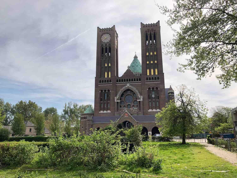 De grote kerk in de Geschiedschrijversbuurt in het Houtvaartkwartier in Haarlem