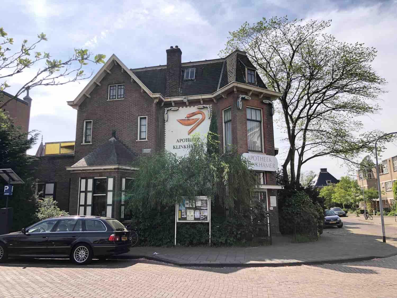 Klassike apotheek in de Koninginnebuurt in de Haarlemmerhoutkwartier in Haarlem