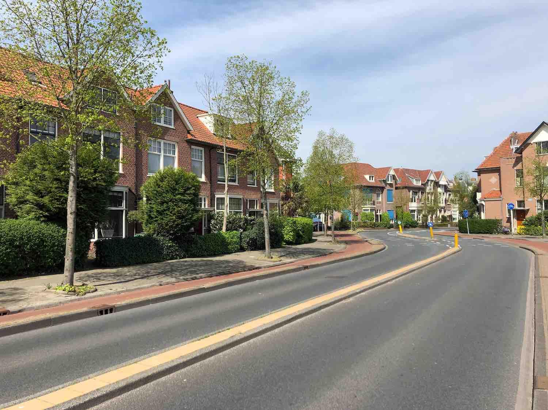 Koopwoningen aan de wagenweg in de Koninginnebuurt in de Haarlemmerhoutkwartier in Haarlem