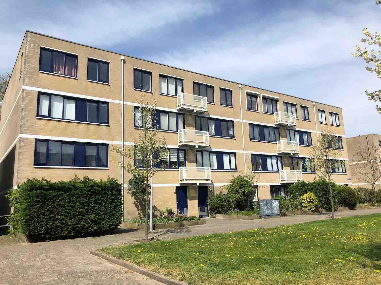 Kleinschalige flatgebouw met koop- en huurwoningen in de Koninginnebuurt in de Haarlemmerhoutkwartier in Haarlem