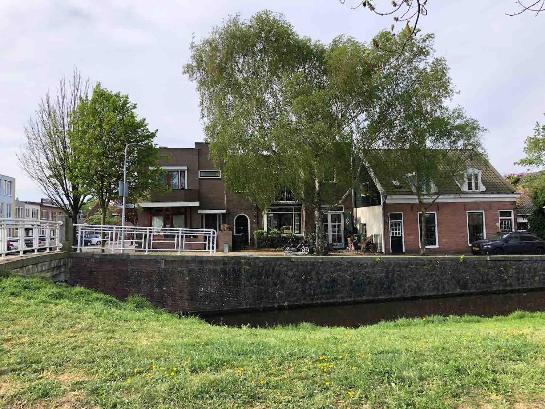 Wonen nabije een knus watertje met een mooie groene kade in de Leidsebuurt west in het Zijlwegkwartier in Haarlem zuidwest