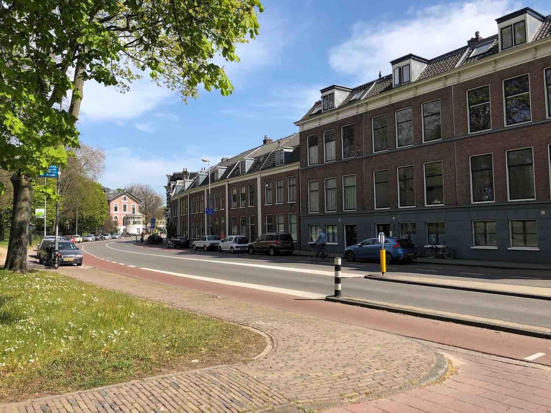 N200 in Haarlem door de Stationsbuurt