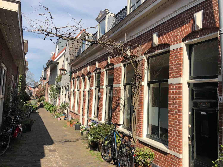 Knusse arbeiderswoningen midden in het centrum van Haarlem in de Vijfhoek buurt.