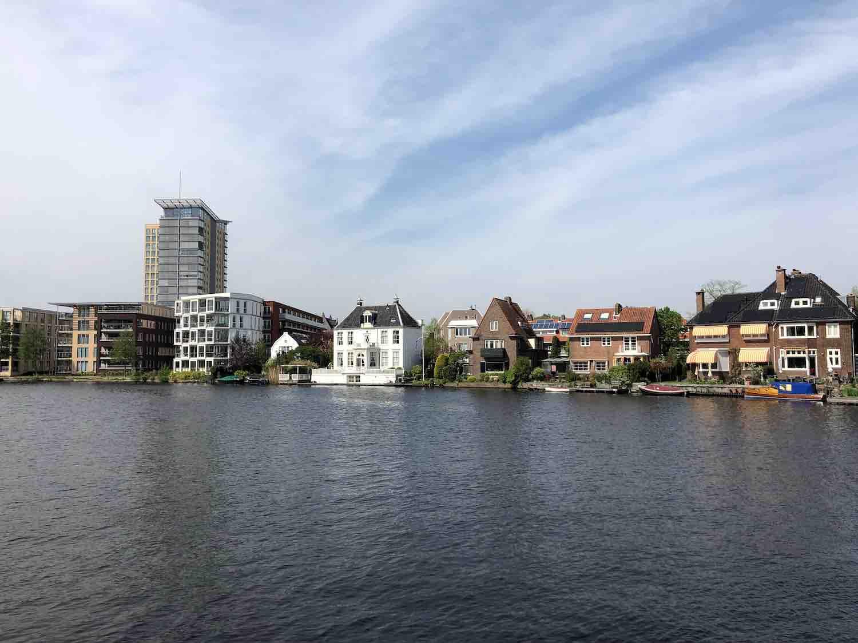 Uitzicht vanuit de koopwoningen in de Welgelegen buurt in Haarlem in het Haarlemmerhoutkwartier