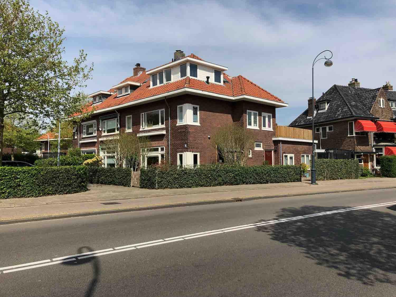 Twee onder eenkap koopwoningen in de Welgelegen buurt in Haarlem in het Haarlemmerhoutkwartier