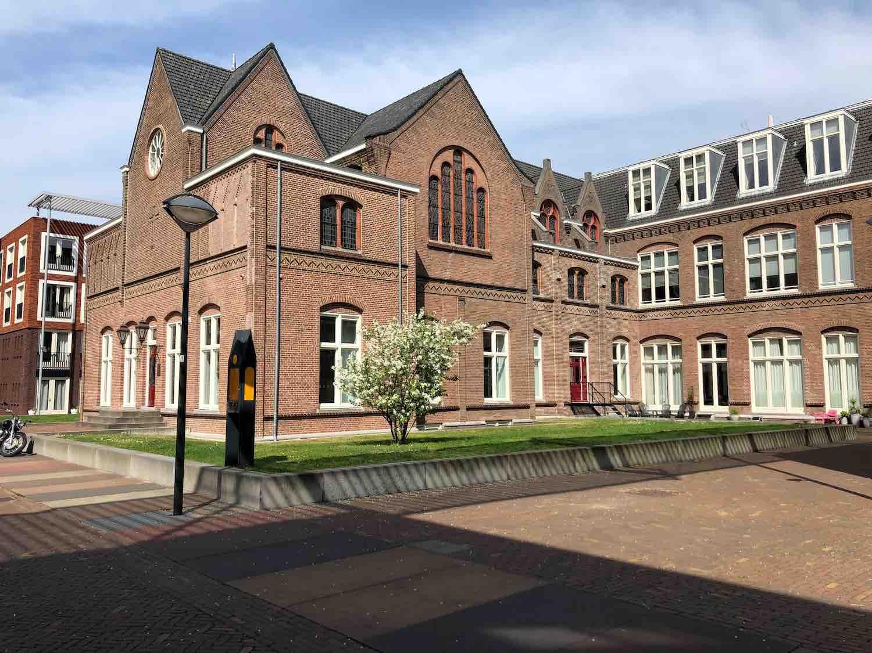 Klassieke koopwoningen en kantoren in de Welgelegen buurt in Haarlem in het Haarlemmerhoutkwartier